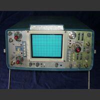 TEKTRONIX 465 (AN/USM-425) Oscilloscope TEKTRONIX 465 (AN/USM-425) Strumenti