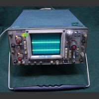 TEKTRONIX 475 Oscilloscope TEKTRONIX 475 (da revisionare) Strumenti