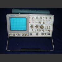 TEK 2445B Oscilloscope TEK 2445B Strumenti