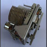 334373 Condensatore Variabile con controller motorizzato   10 - 200 PF Componenti elettronici