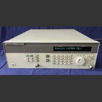 HP 83711B Synthesized CW Generator HP 83711B Strumenti