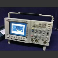 TEKTRONIX TDS 3012B Two Channel Color Digital Phosphor Oscilloscope  TEKTRONIX TDS 3012B Strumenti