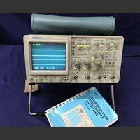 TEKTRONIX 2445B Oscilloscope TEKTRONIX 2445B Strumenti