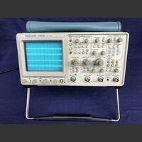 Oscilloscope TEKTRONIX 2465B  Oscilloscope TEKTRONIX 2465B Strumenti