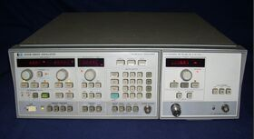 HP 8350CB  RF Plug-in HP 83590A Sweep Oscillator  HP 8350CB + RF Plug-in HP 83590A Strumenti