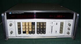 HP3330B HP 3330B Automatic Synthesizer Generator Generatori RF - AF - SWEEP