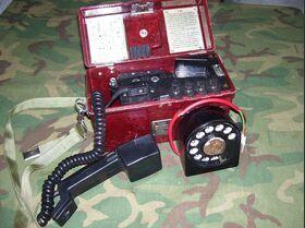 F1603+F1600 Telefono da campo RUMENO con combinatore F 1603 + F1600 Apparati radio militari