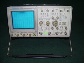 TEKTRONIX 2465 Oscilloscope TEKTRONIX 2465 Strumenti