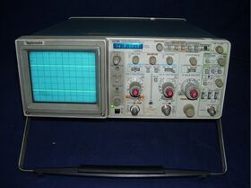TEKTRONIX 2236 Oscilloscope  TEKTRONIX 2236 Strumenti