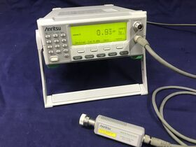 ML2437A+MA2422B Power Meter ANRITSU ML2437A Completo di sensore MA2422B e cavo Strumenti