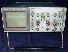TEKTRONIX 2235 (AN/USM-488) Oscilloscope TEKTRONIX 2235 (AN/USM-488) Strumenti