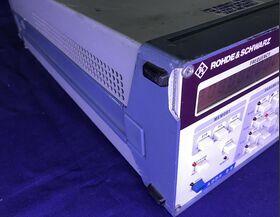 ROHDE & SCHWARZ SMG Signal Generator  ROHDE & SCHWARZ SMG Strumenti