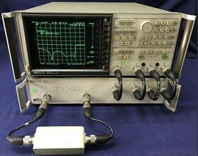 HP 8753B + HP 85046A Network Analyzer HP 8753B Con S-Parameter test set HP 85046A Strumenti