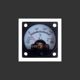 W.01910 Voltmetro analogico a pannello 0-300V AC  Dimensioni: 46x46x36mm Diametro foro: 45mm Materiale elettrico
