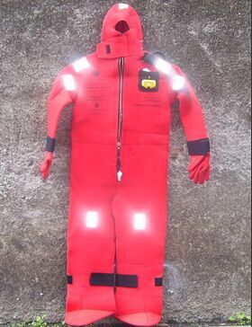 Immersion Suit model I590 Immersion Suit      model I590    Tuta per immersione e sopravvivenza in acque fredde. Militaria